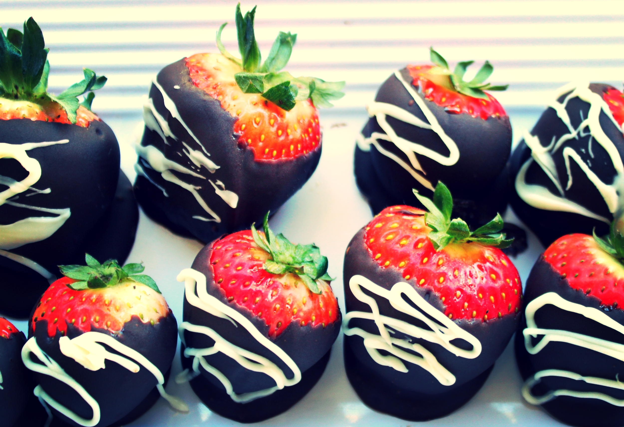 Triple Chocolate Strawberries | Foodable Network