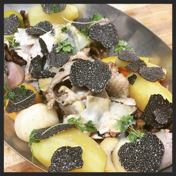 Orpington Chicken en Demi Deuil at Edulis Restaurant  | Instagram @edulisrestaurant