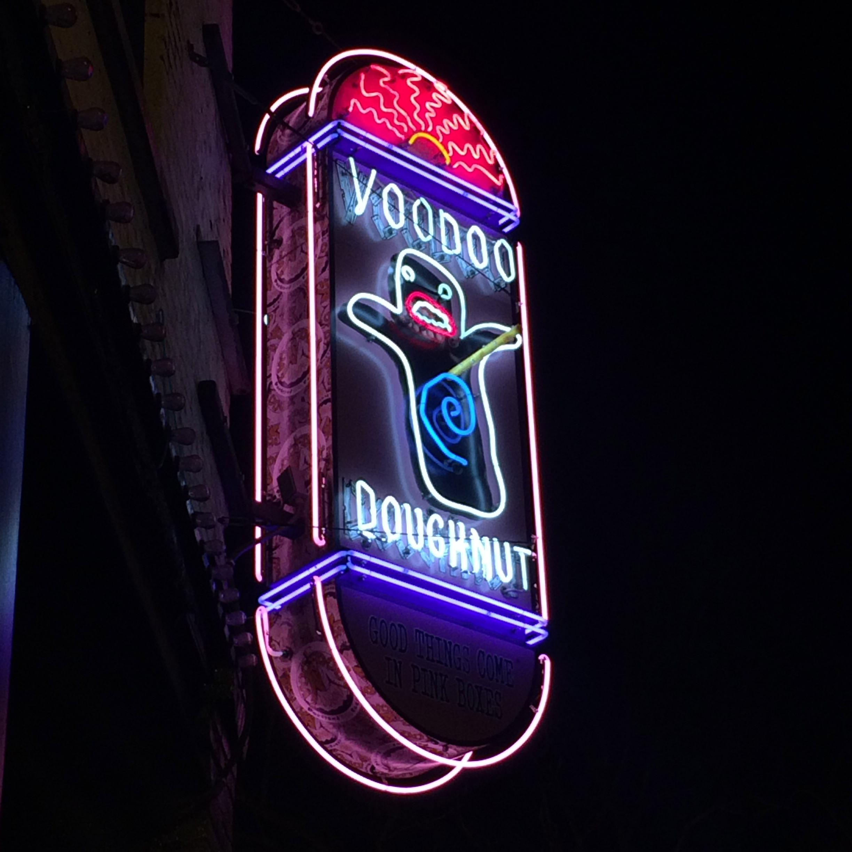 Voodoo_Doughnut_Portland,_Oregon_USA_01.jpg