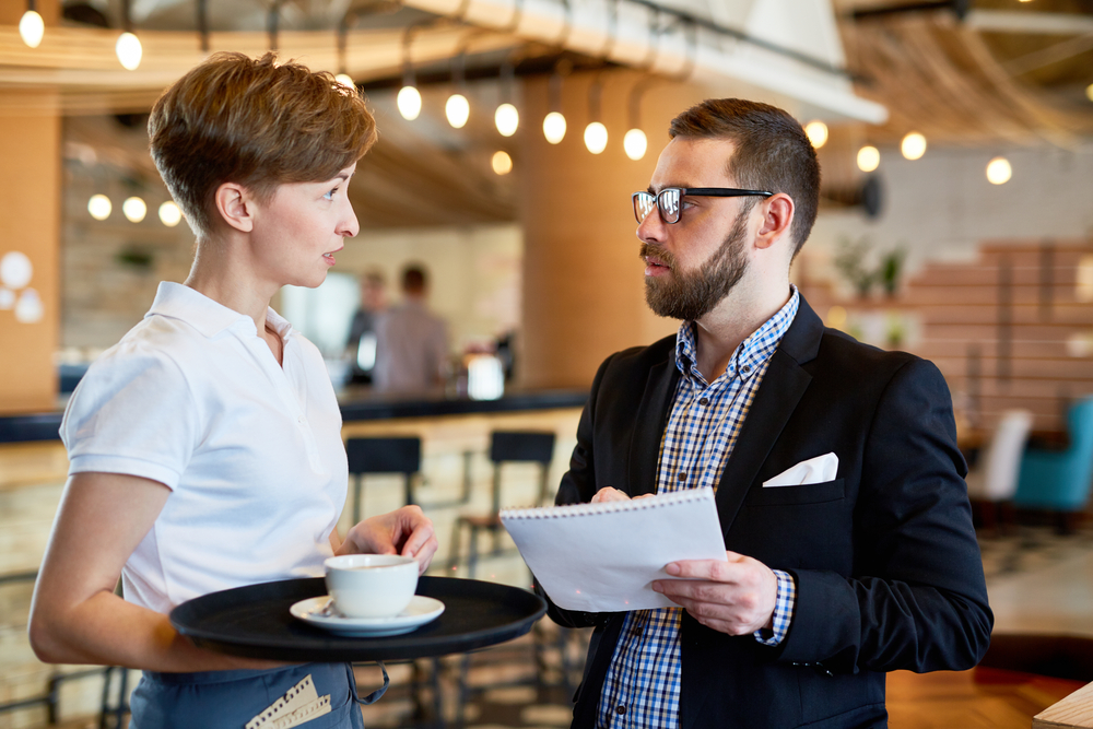Restaurant Manager and employee communicating