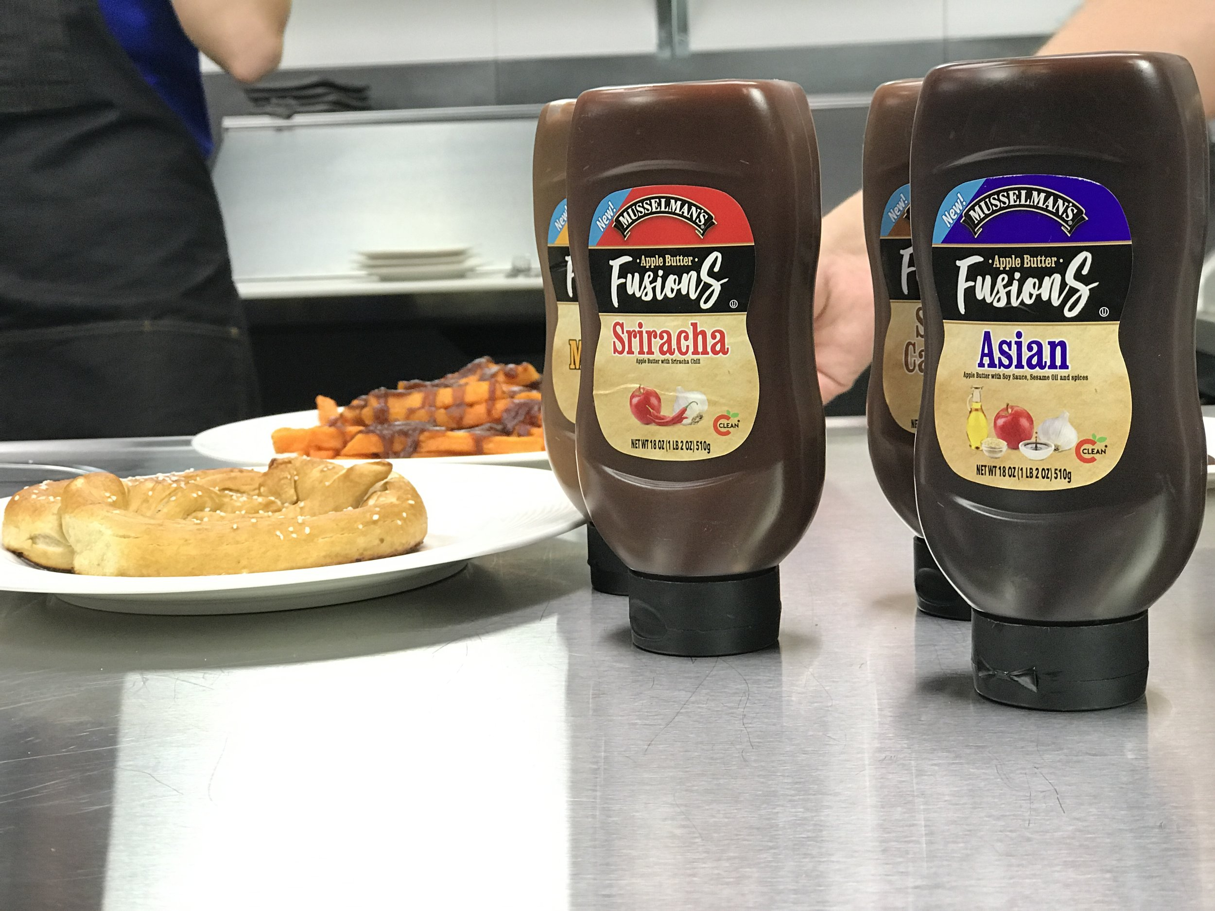 Musselman's Apple Butter Fusions Sriracha and Asian Flavors |   Foodable Network