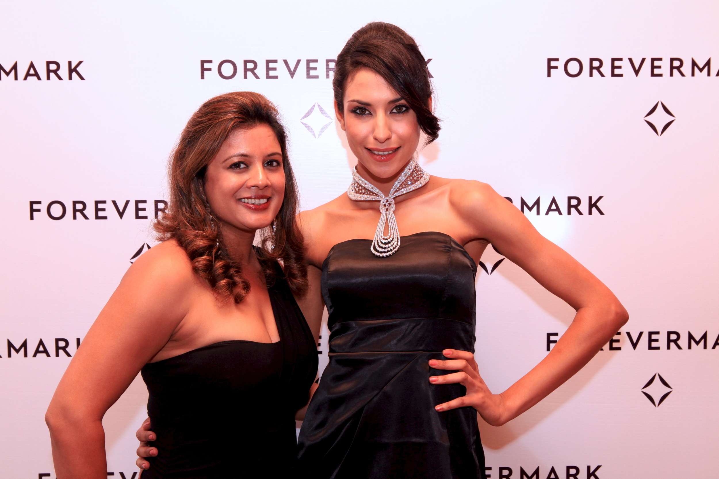 Reena Ahluwalia with model wearing Eternal necklace, designed by Ahluwalia for  Forevermark Promise Collection 2.jpg