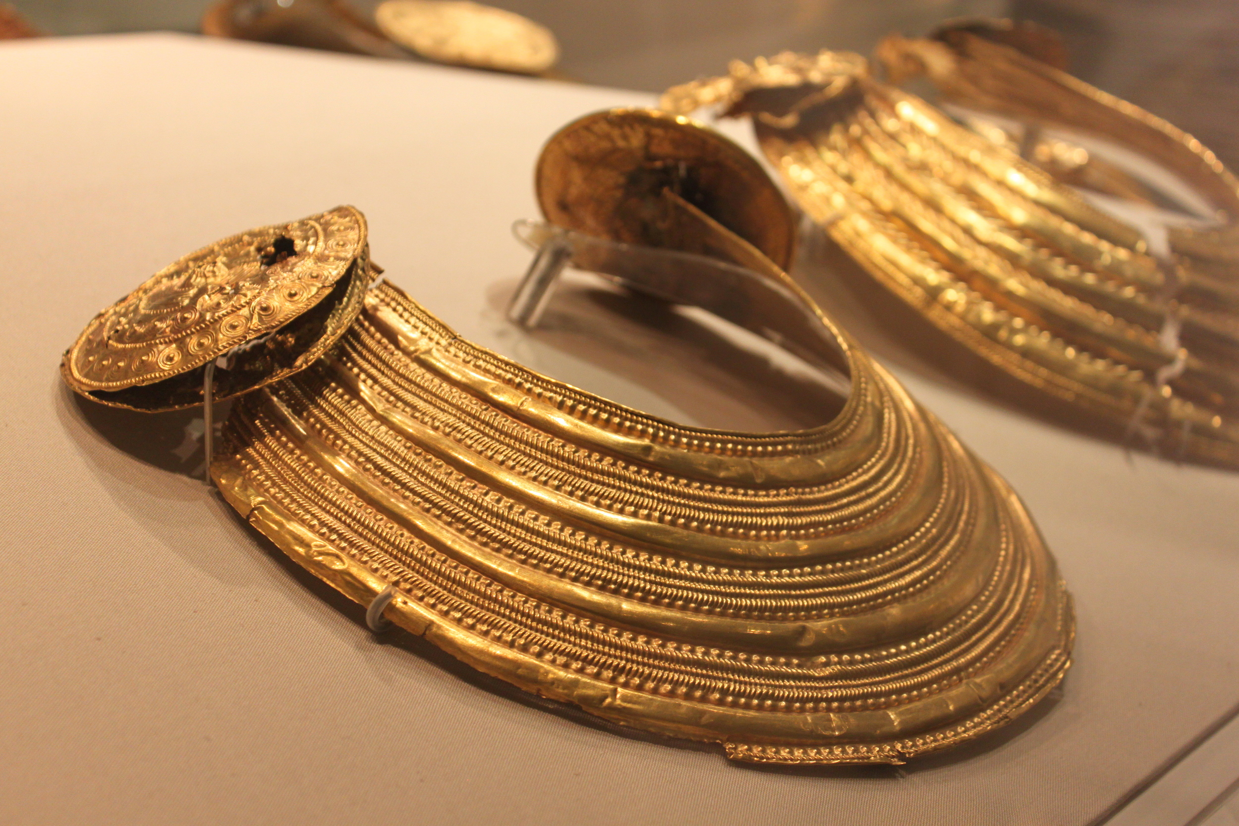 Gold Collar. 800-700 BC. National Museum of Ireland.