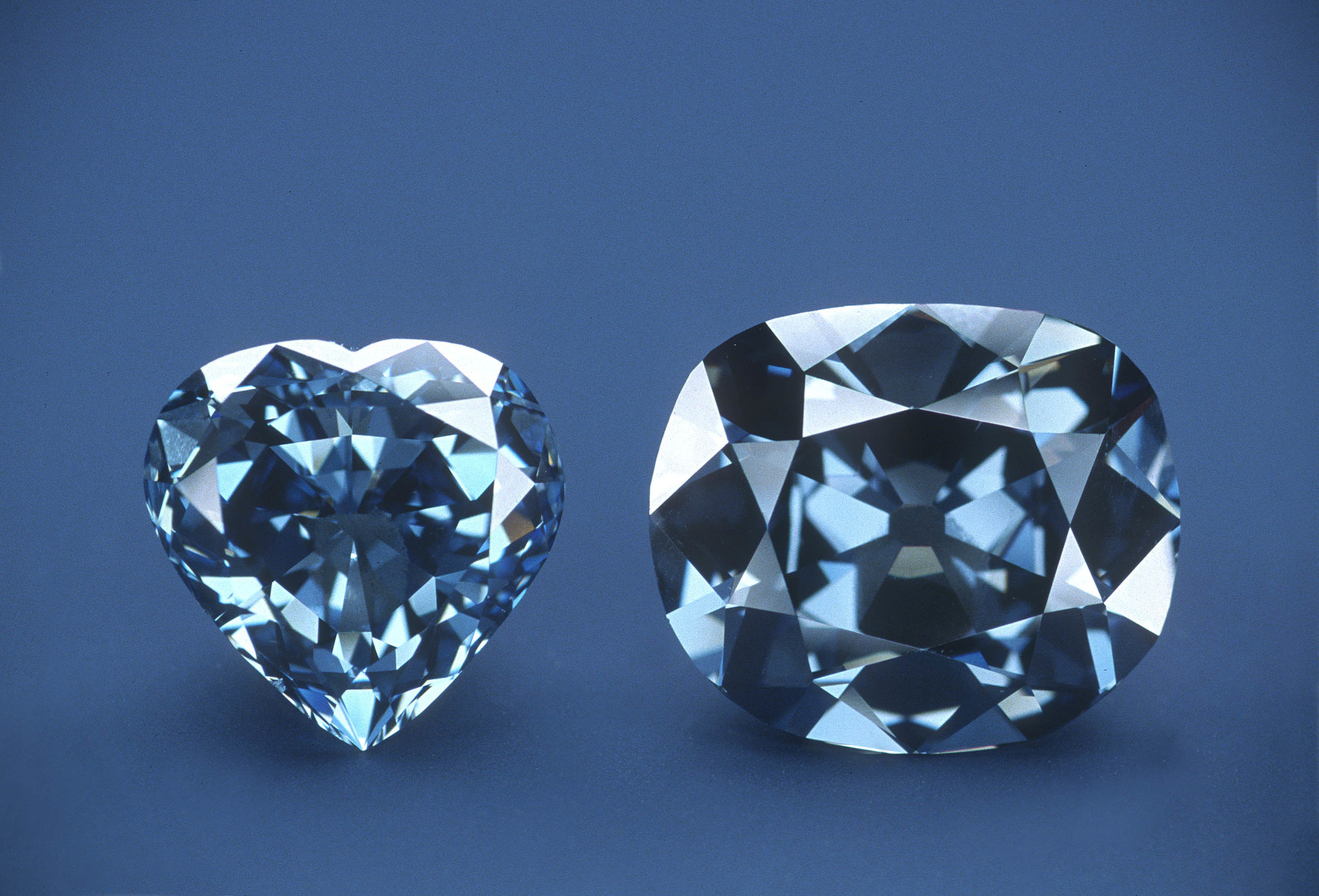 The Hope Diamond, right, without its white-diamond pendant, and the 30.62 carat Blue Heart Diamond. Photo: Smithsonian National Museum of Natural History.