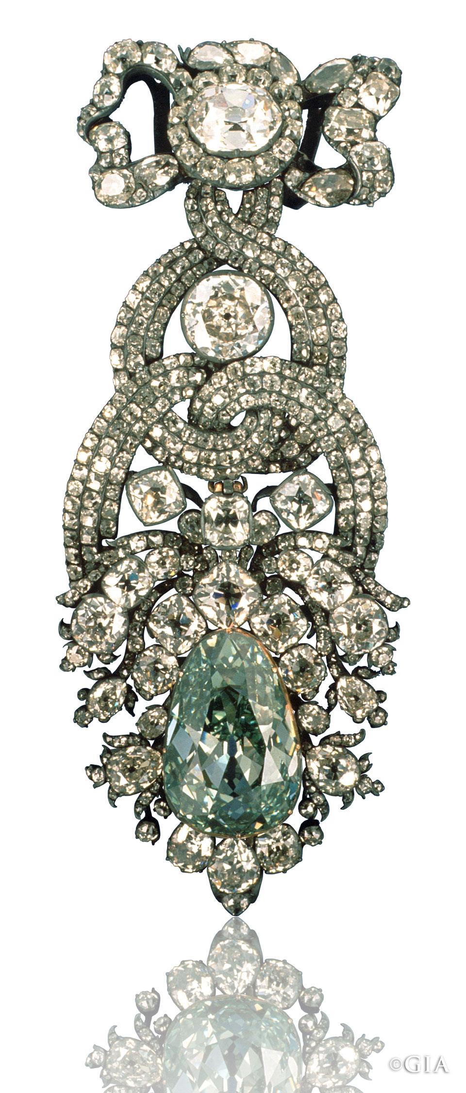 The most famous of all green diamonds is the legendary 'Dresden Green', a modified pear-shaped bluish apple-green diamond of 41.10 carats. Image: GIA