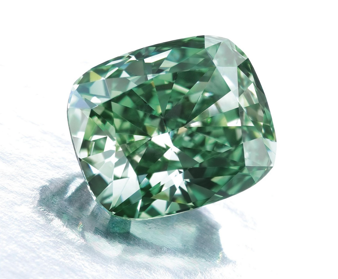Fancy vivid green diamond weighing 2.52 carats. This rare diamond appeared at Sotheby's 2009 Magnificent Jewels action. Image: Sotheby's