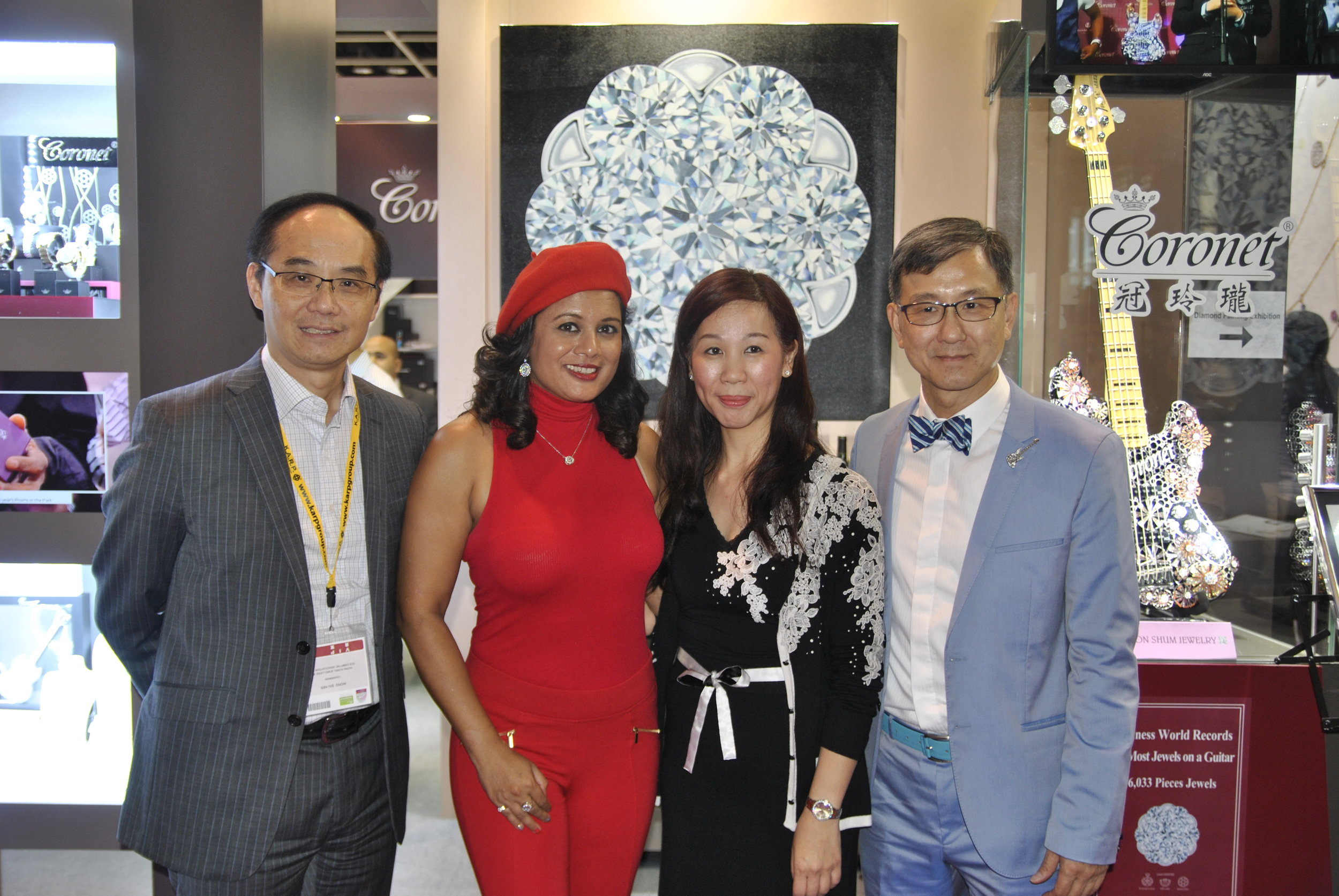 The Coronet Diamond painting was unveiled at the September Hong Kong Jewellery & Gem Fair 2016. L to R: Kent Wong, Chow Tai Fook, artist Reena Ahluwalia, Alice Trinh & Aaron Shum, Aaron Shum Jewelry.