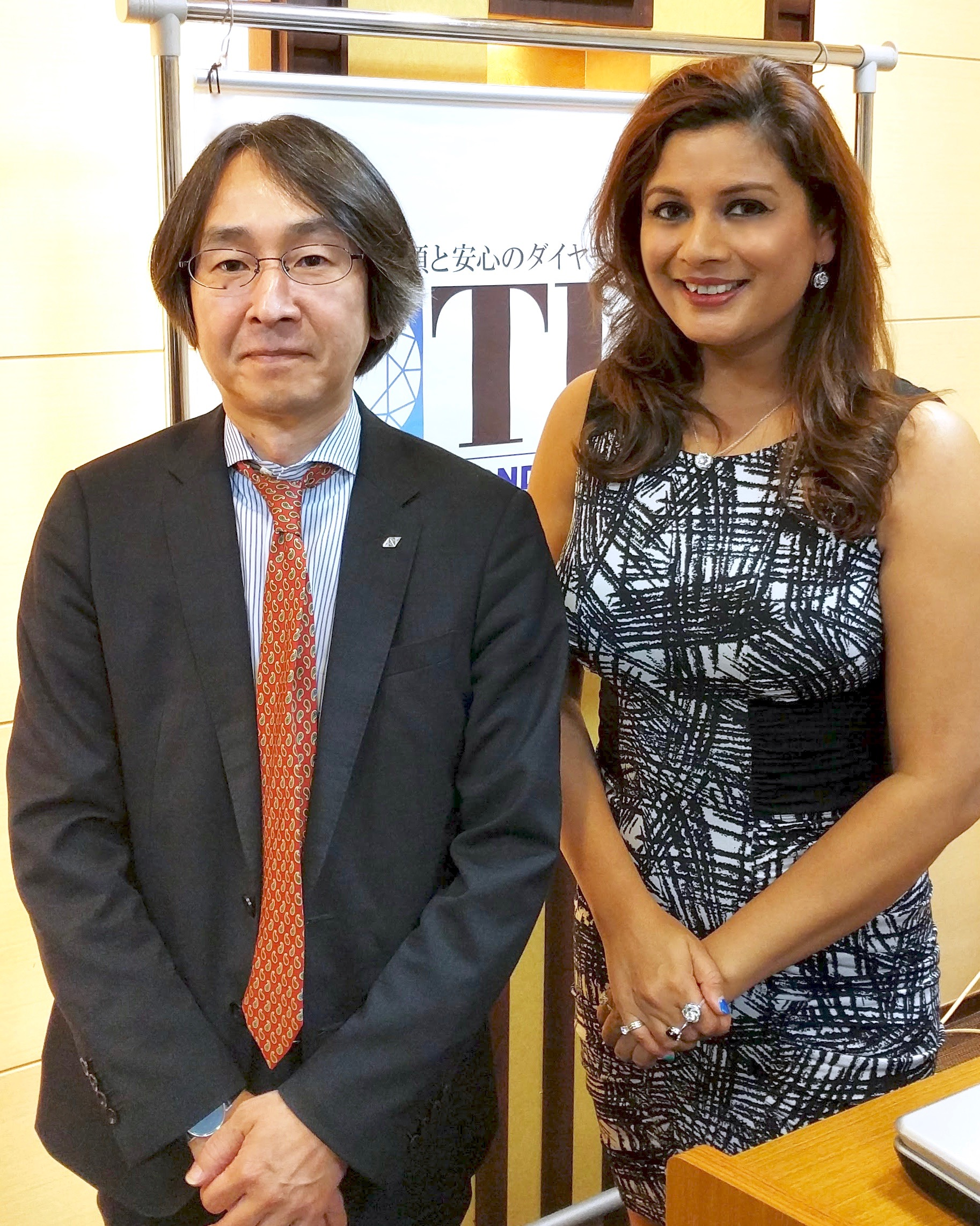 Sunao Nakao (Nagahori Corporation) and Reena Ahluwalia at the Tokyo Diamond Exchange.