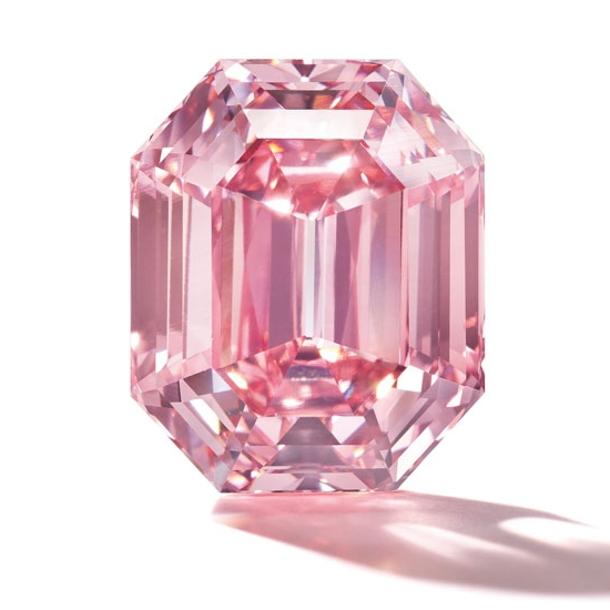 The Pink Legacy, a Fancy Vivid Pink, Type IIA, cut-cornered rectangular-cut diamond of 18.96 carats. This incomparable pink diamond has descended from the Oppenheimer Family and was sold for $50.4 million. Image: Christie's / 2018