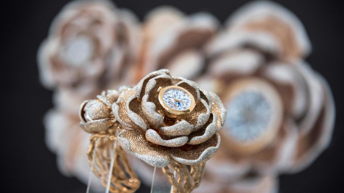 The Guinness World Records CORONET 'Mudan' diamond watch features 15,858 diamonds - most diamonds set in a watch. The watch is set in 18K gold with artist Reena Ahluwalia's unmatchable diamond painting on the dial. The watch is a co-creation between Aaron Shum and Reena Ahluwalia. Image: AFP