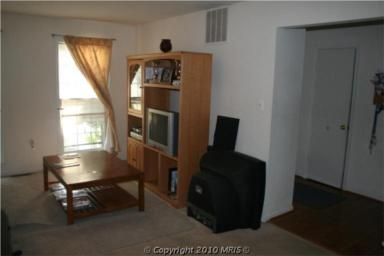 Here the living room. It's a bit of an awkward space, because it's pretty narrow and long. It has nice windows, though...