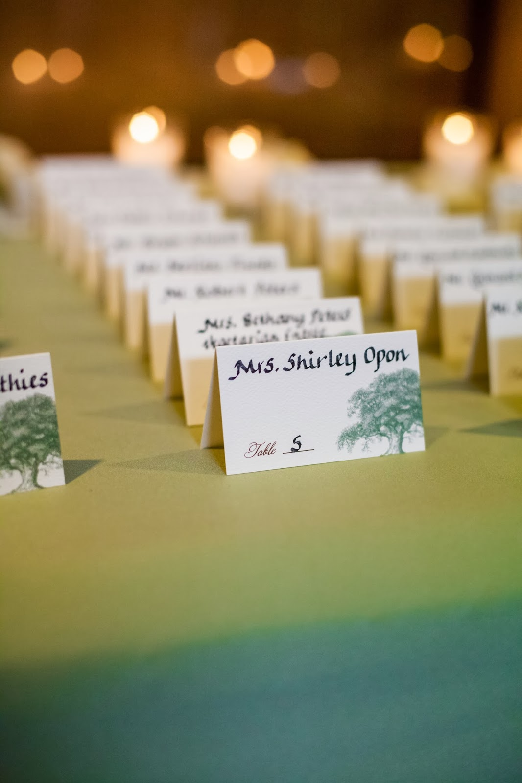 Place cards in ecru oak tree design.