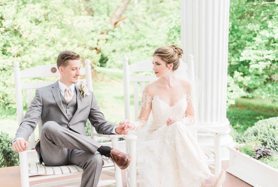 Sara + Chad on May 7, 2017 ♥ Melinda Snyder Photography at Historic Rosemont Manor (Berryville, VA