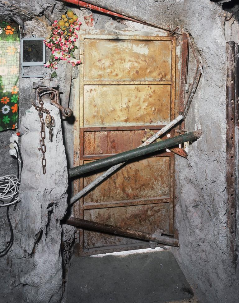 Door, 2010, Inkjet print, 127×100 cm