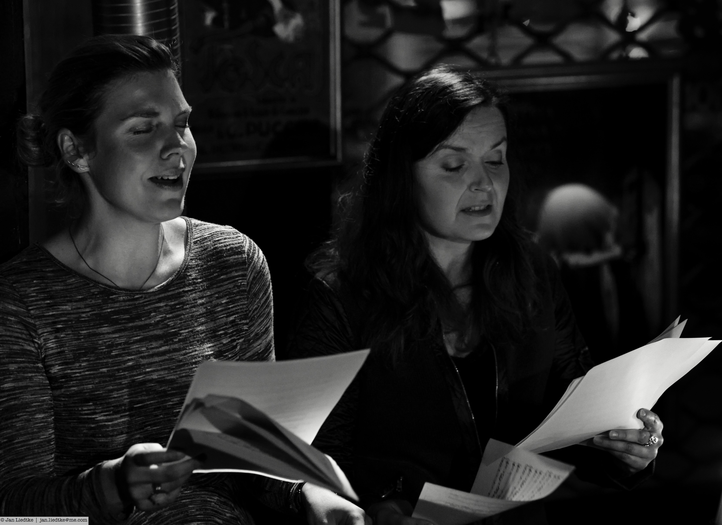Mariannne and Gro Bente with a surprise choral that neither of them rehearsed. Reading sheet music and getting into the mood is no problem.