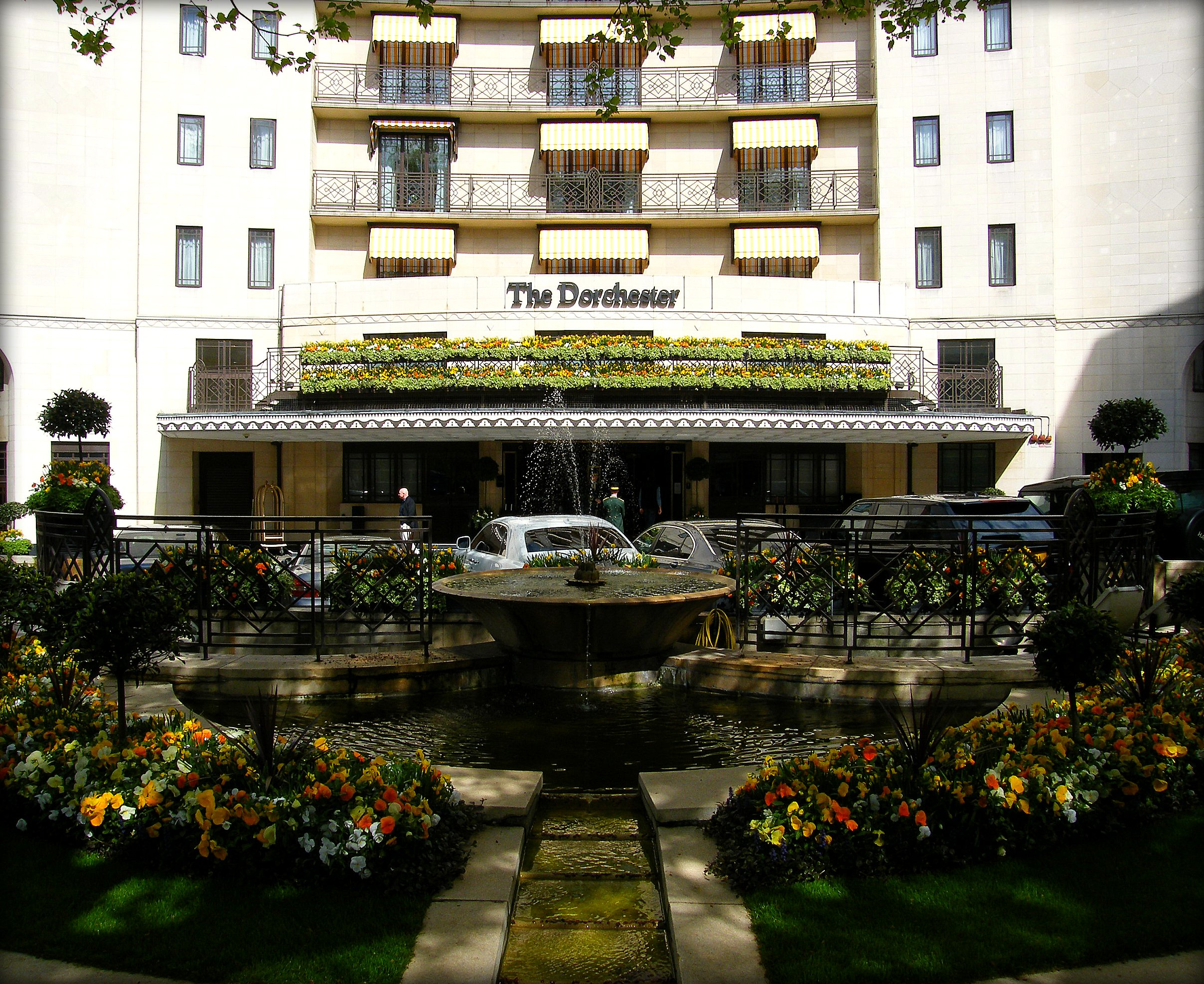 The_Dorchester_Hotel_in_London_Mayfair,_England_United_Kingdom_(4579989922).jpg