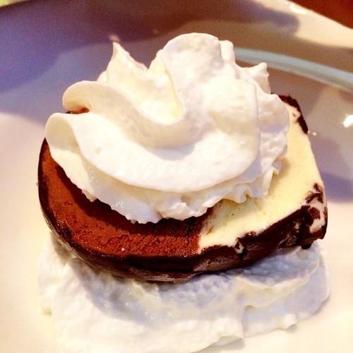 Gelato Bomba (@TartiniPizzeria) Classic vanilla and chocolate gelato separated by cinnamon almonds in rich chocolate