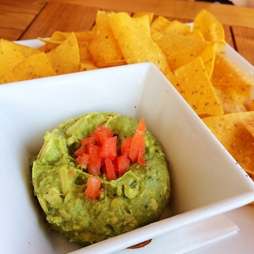 guacamole-with-chips-outriggers-tiki-bar-and-grille.jpg