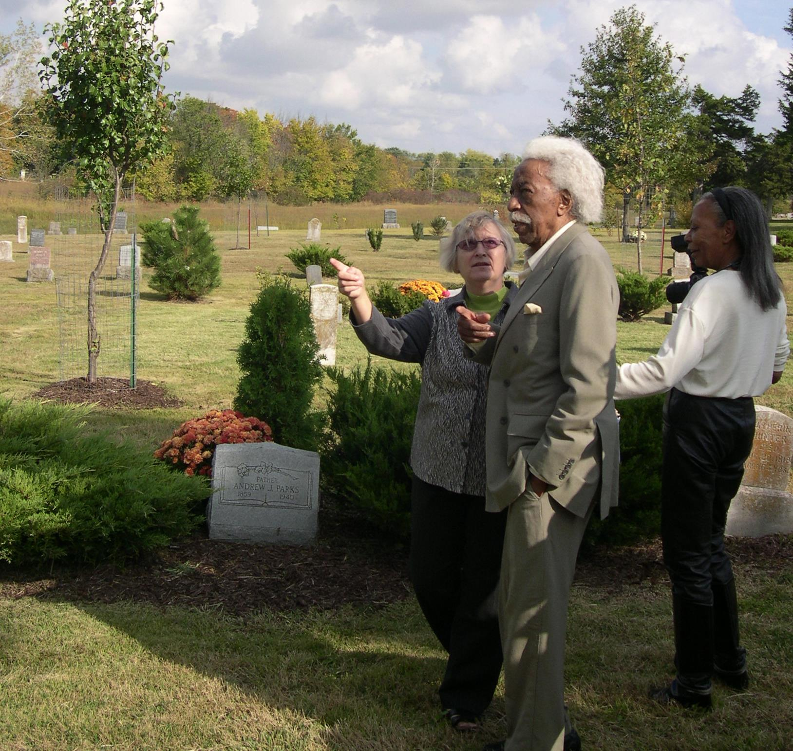 Gordon Parks, with his daughter Toni and a friend from Lawrence in the Evergreen Cemetery in Fort Scott where he eventually would be buried.