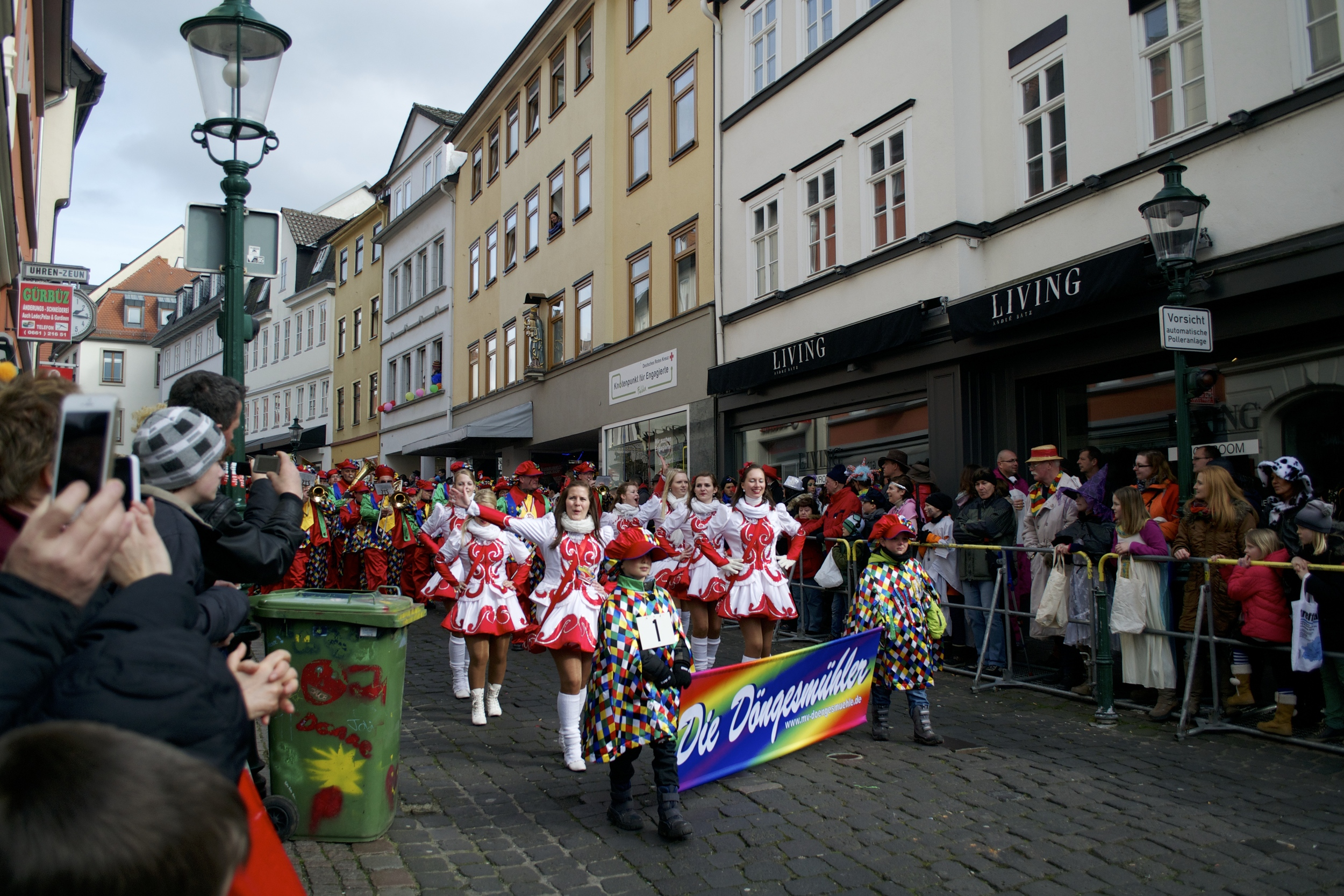 The start of the Rosenmontag parade in Fulda.
