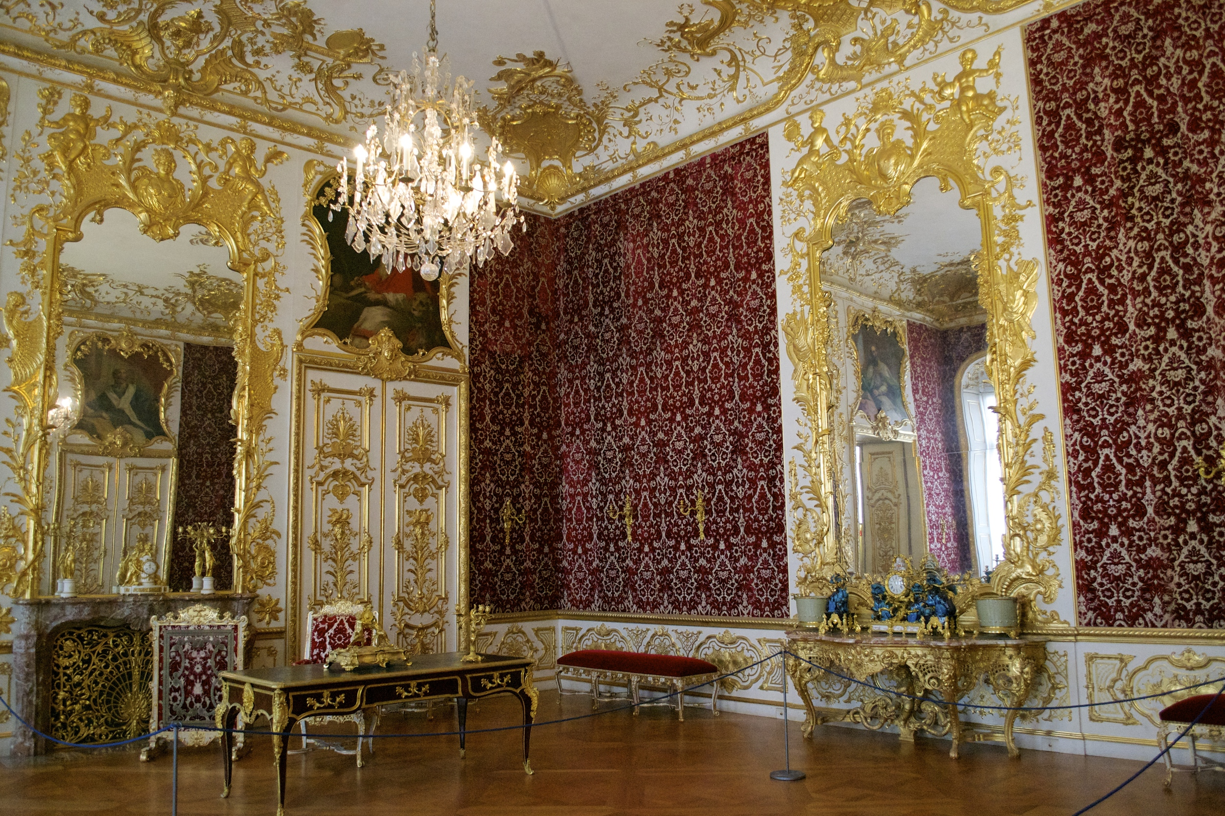A typical room in the palace.