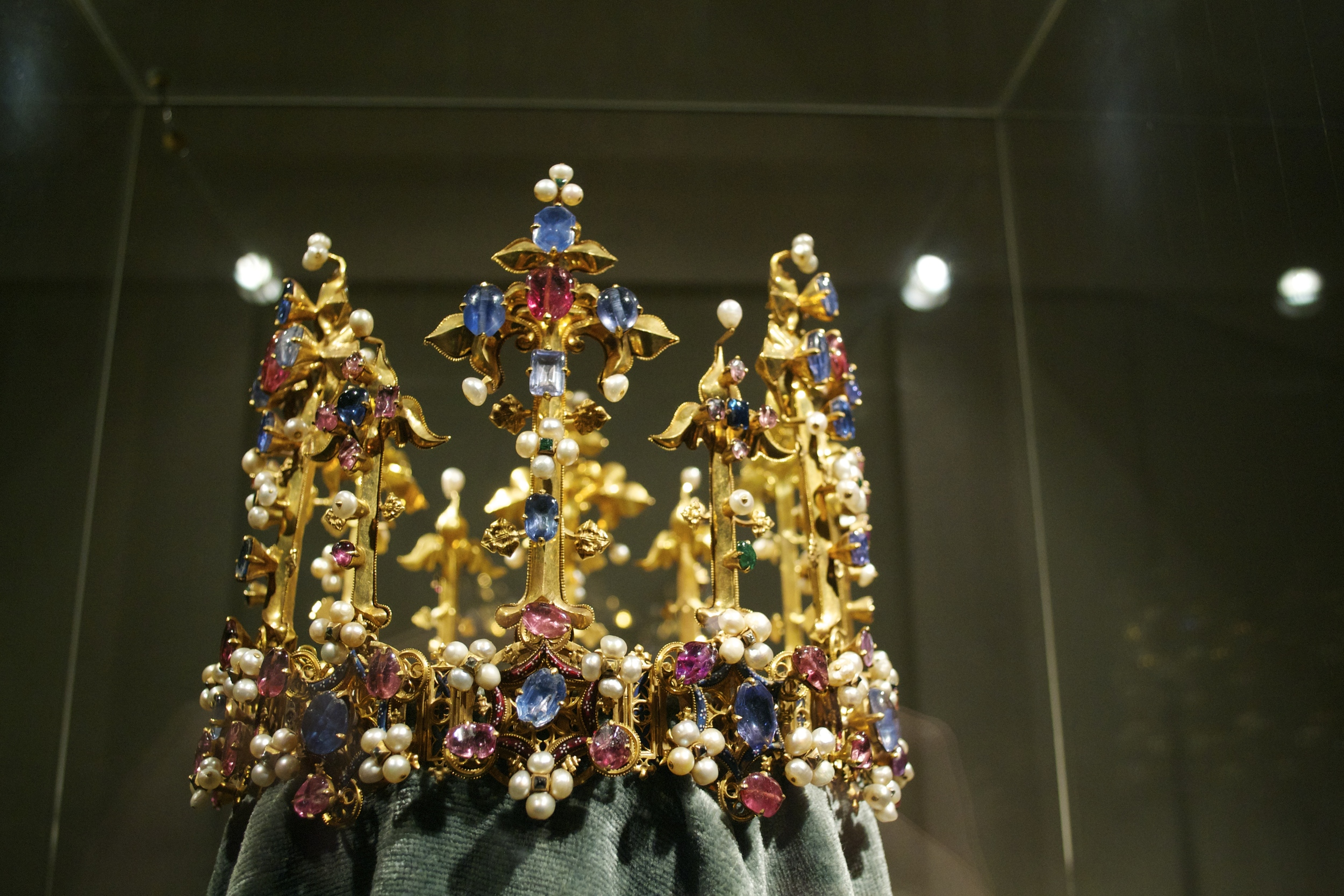 We also paid a visit to the Residenz's Schatzkammer (Treasury). If you like shiny things, it's a must-see.