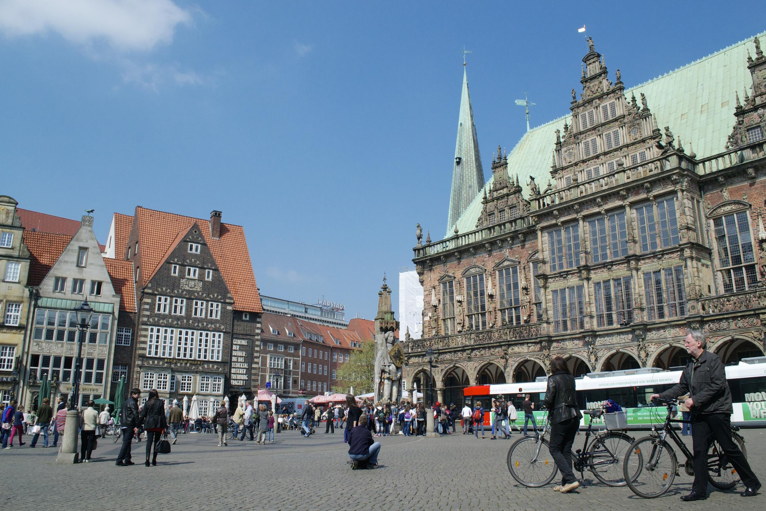 A typical scene from Bremen's Marktplatz.