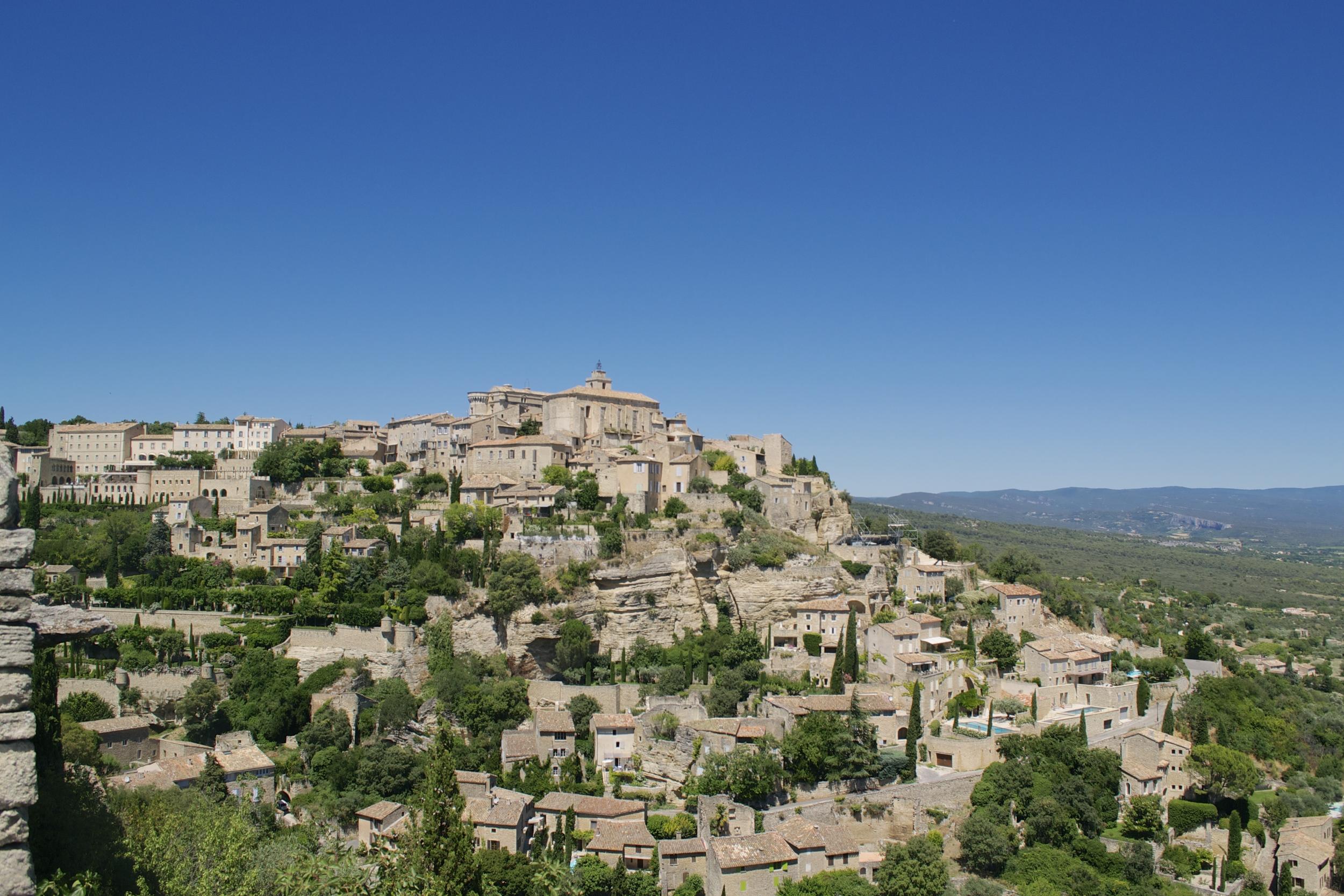 Gordes: Beautiful village, ugly parking.