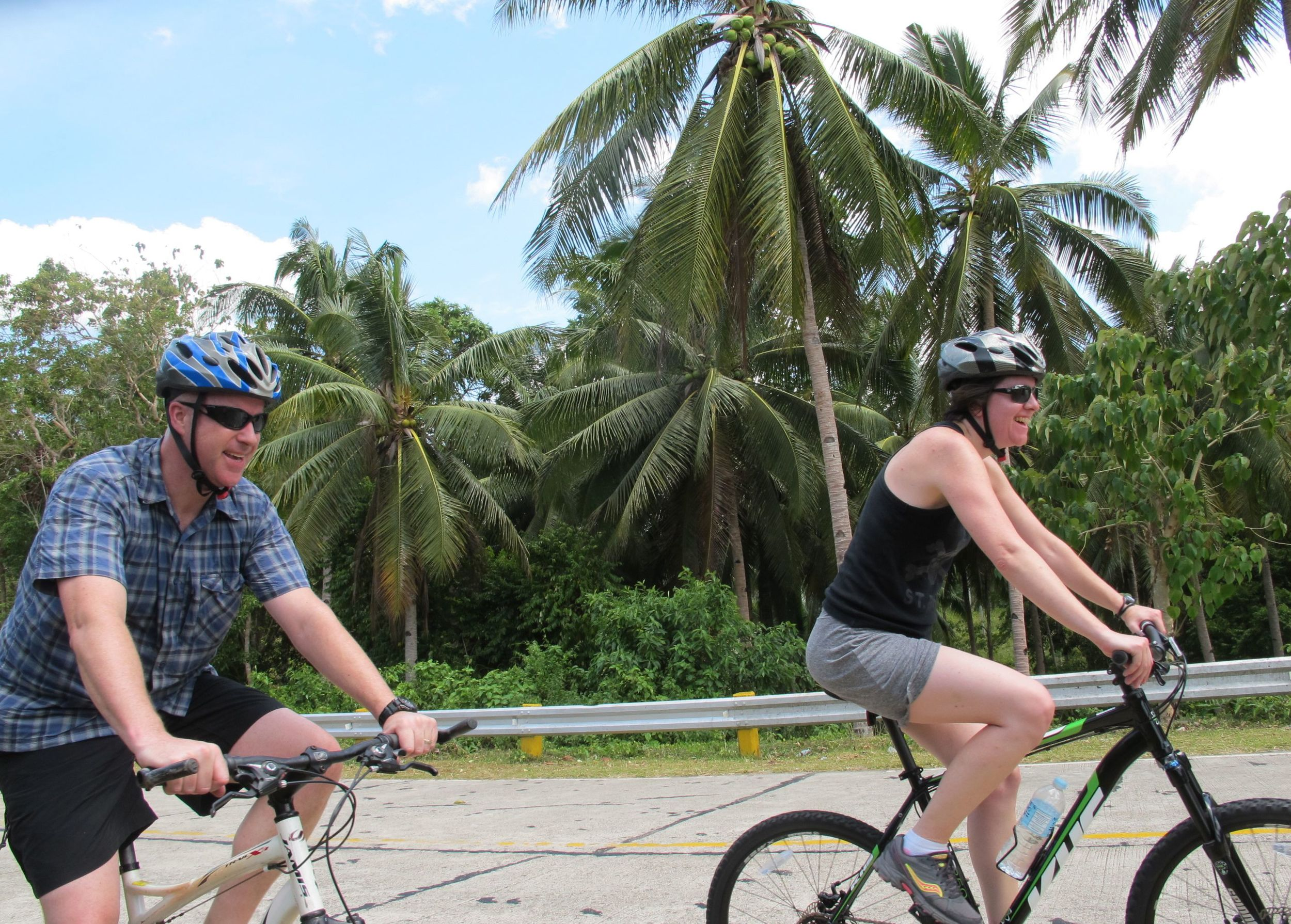 Cycling up to the Chocolate Hills overlook