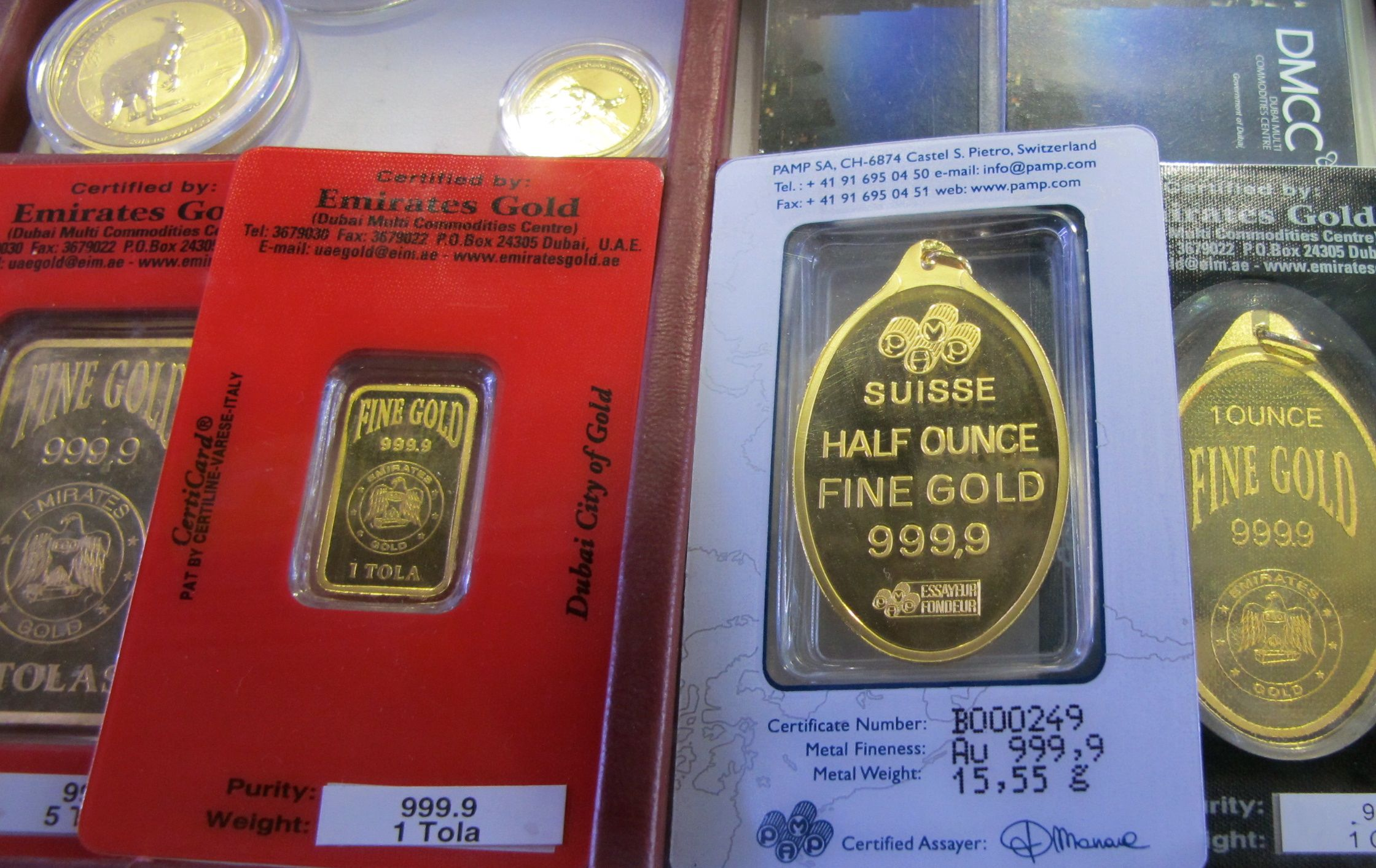 Gold ingots: Swiss and Emirati