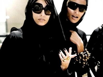 """This photograph has been making the rounds--I found it on allwomenstalk.com, but it seems to pop up everywhere when you start searching for stuff involving """"fashion"""" and """"abayas."""" This really does capture the glamorous possibilities of covered fashion."""