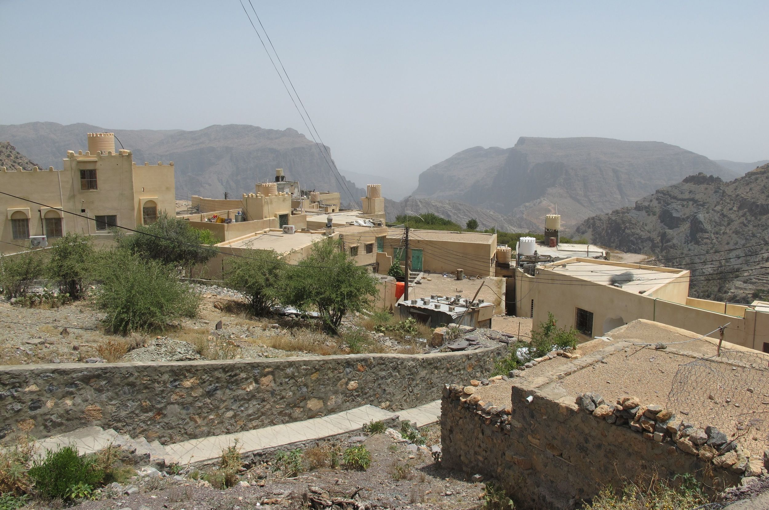 A village in Jebel Akhdar that is still very much alive and well, with terraced fields, a school, and an active social life. Around lunchtime, we saw people heading towards one of the buildings carrying bowls and trays of food. Potluck!