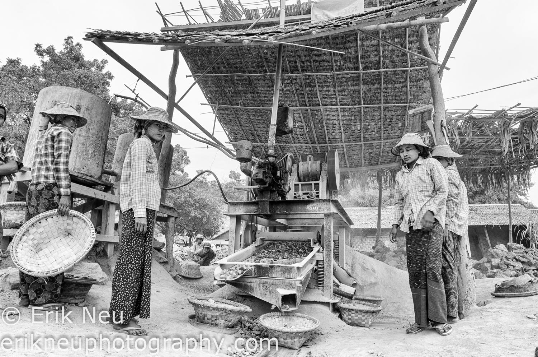 © Erik Neu-Myanmar-quarry workers-0007.jpg