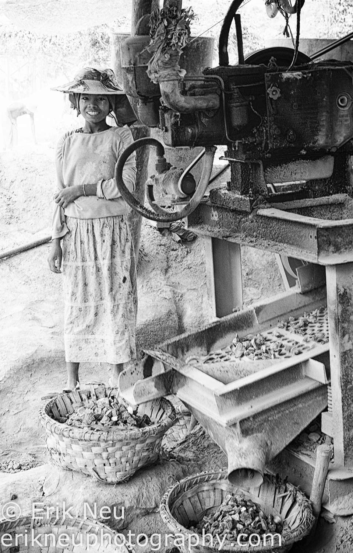 © Erik Neu-Myanmar-quarry workers-0010.jpg