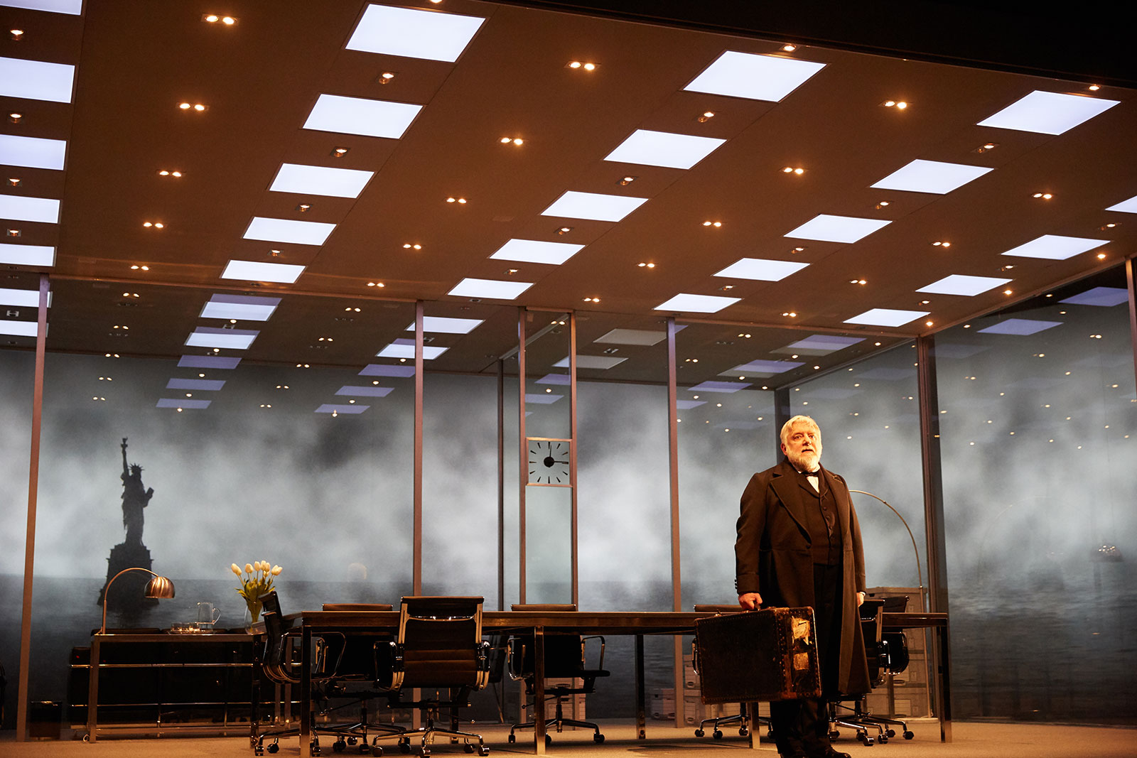2.-the-lehman-trilogy-at-the-national-theatre.-photo-by-mark-douet.-_31b3567.jpg