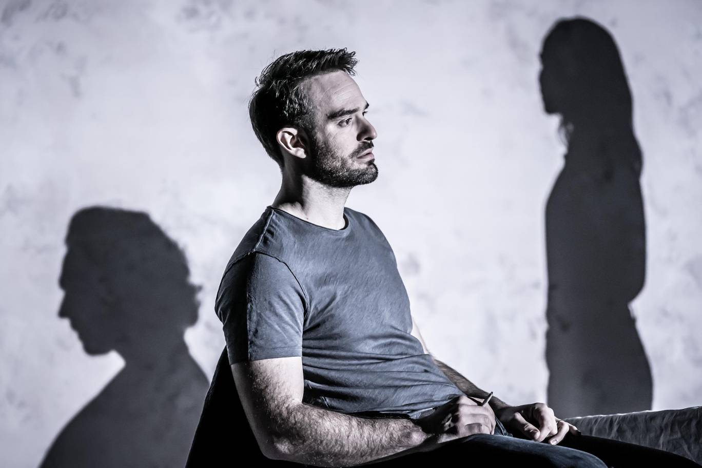 charlie-cox-jerry-in-betrayal-directed-by-jamie-lloyd.-photo-credit-marc-brenner-0.jpg