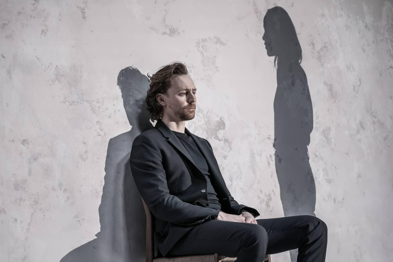 Tom-Hiddleston-in-'Betrayal'.-Photo-credit-Marc-Brenner-0.jpg