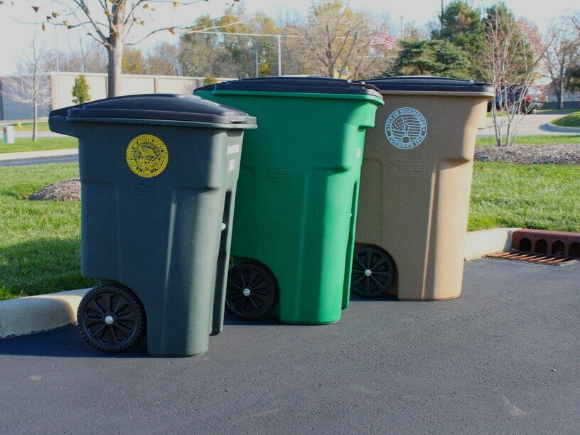 toter - ROTATIONALLY MOLDED LITTER CONTAINERS