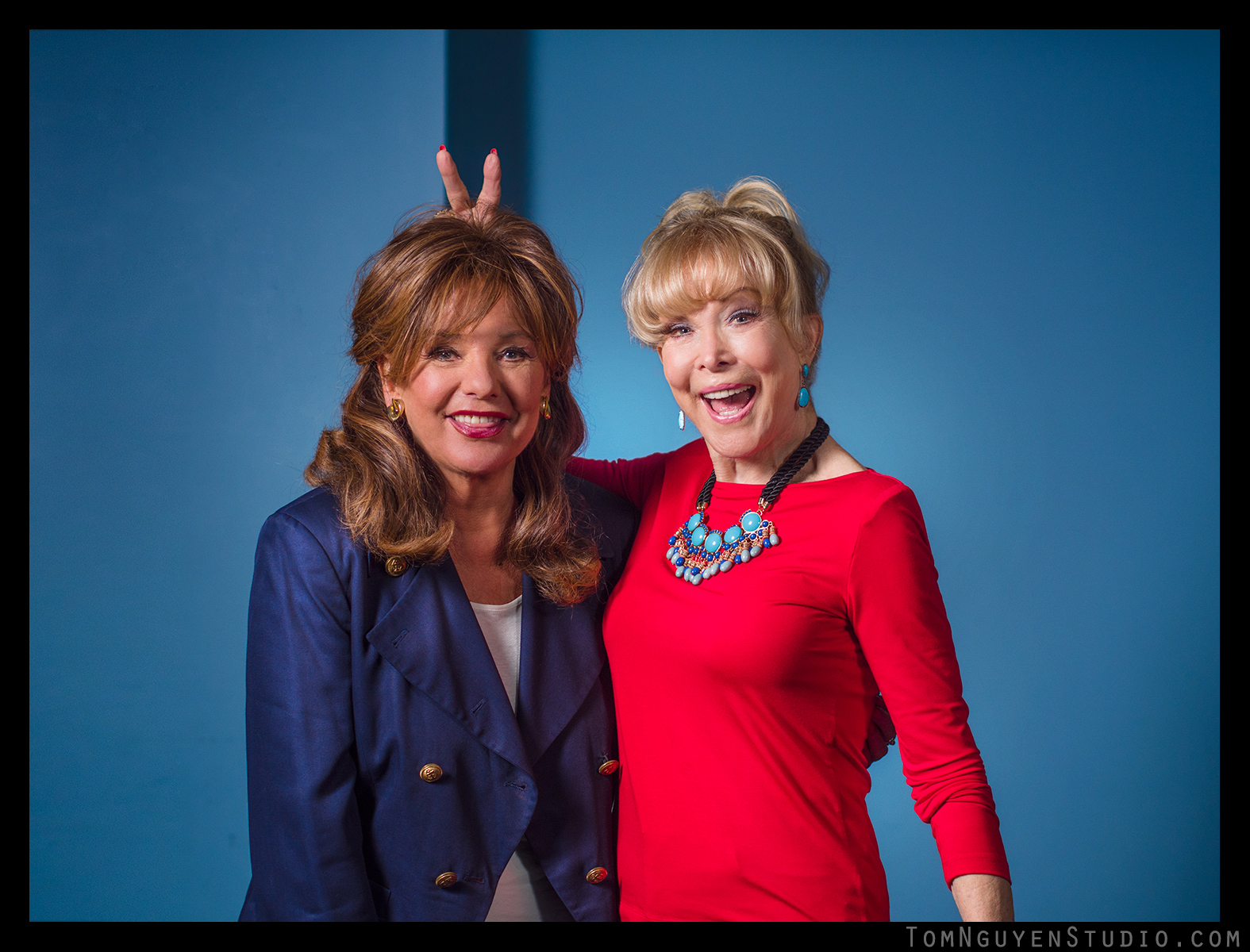 Gorgeous as ever: Dawn Wells (Mary Ann from Gilligan's Island) and Barbara Eden (I Dream of Jeannie).
