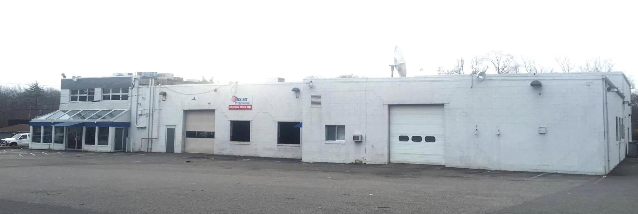 The original Ricky Smith Pontiac dealership pre-demolition