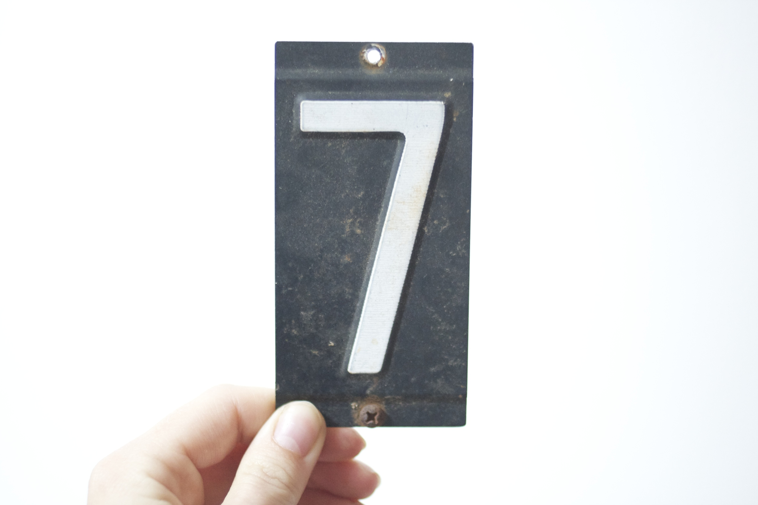 we just got in the coolest 1950s  metal numbers ! perfect for wall decor, address number for your abode or just about anything!
