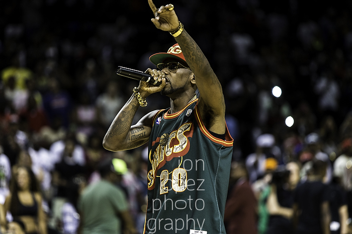 Brooklyn's own Fabolous took the floor and performed a few of his hits, including Cuffin Season, for the EBC crowd at the Barclays Center in Brooklyn, NY.