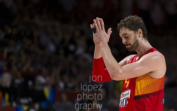 Spain's Pau Gasol cheers back at the roaring crowd as he exits the game for the last time in a defeat to France.