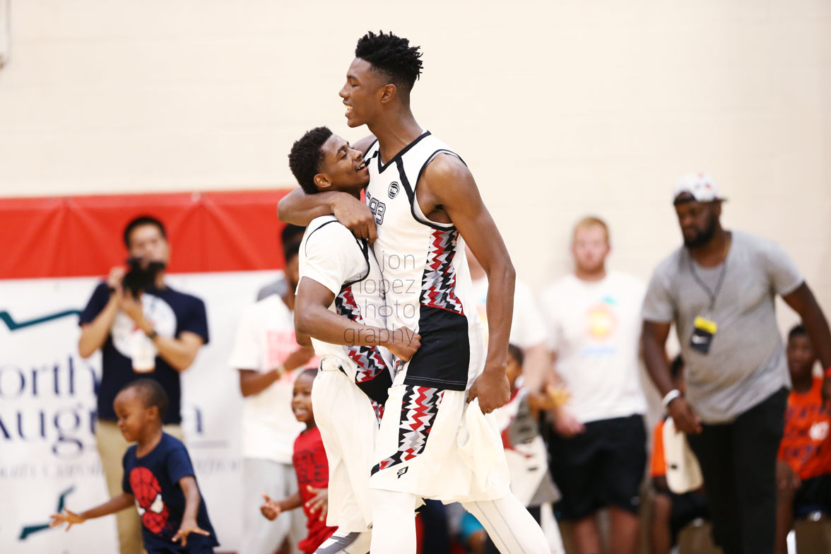 Alterique Gilbert (left) and Harry Giles embrace after advancing in Peach Jam.