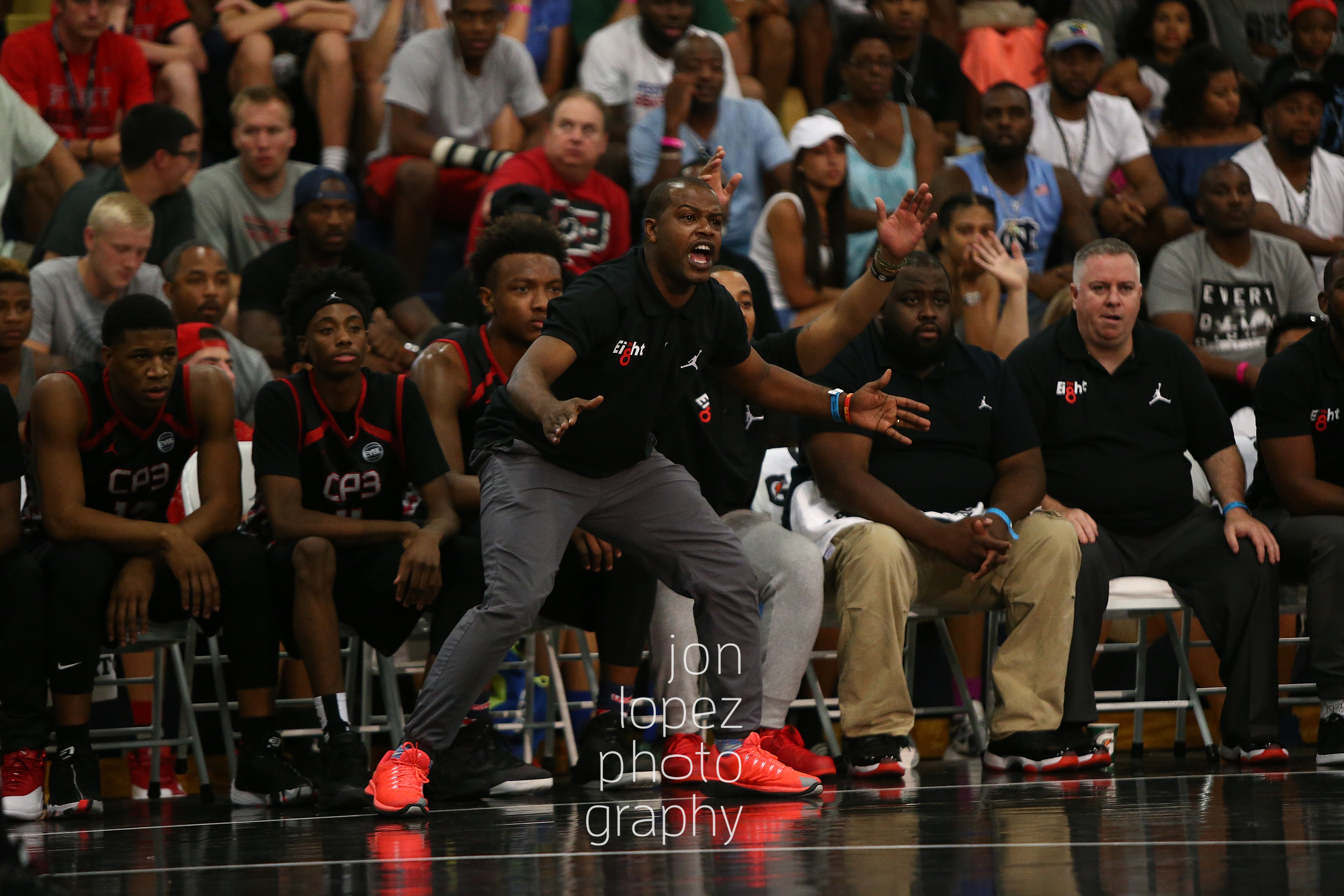LAS VEGAS, NV. JULY 21, 2016. The Eight. Jon Adams, head coach of Team CP3 shouts. (Mandatory photo credit: Jon Lopez/Nike).