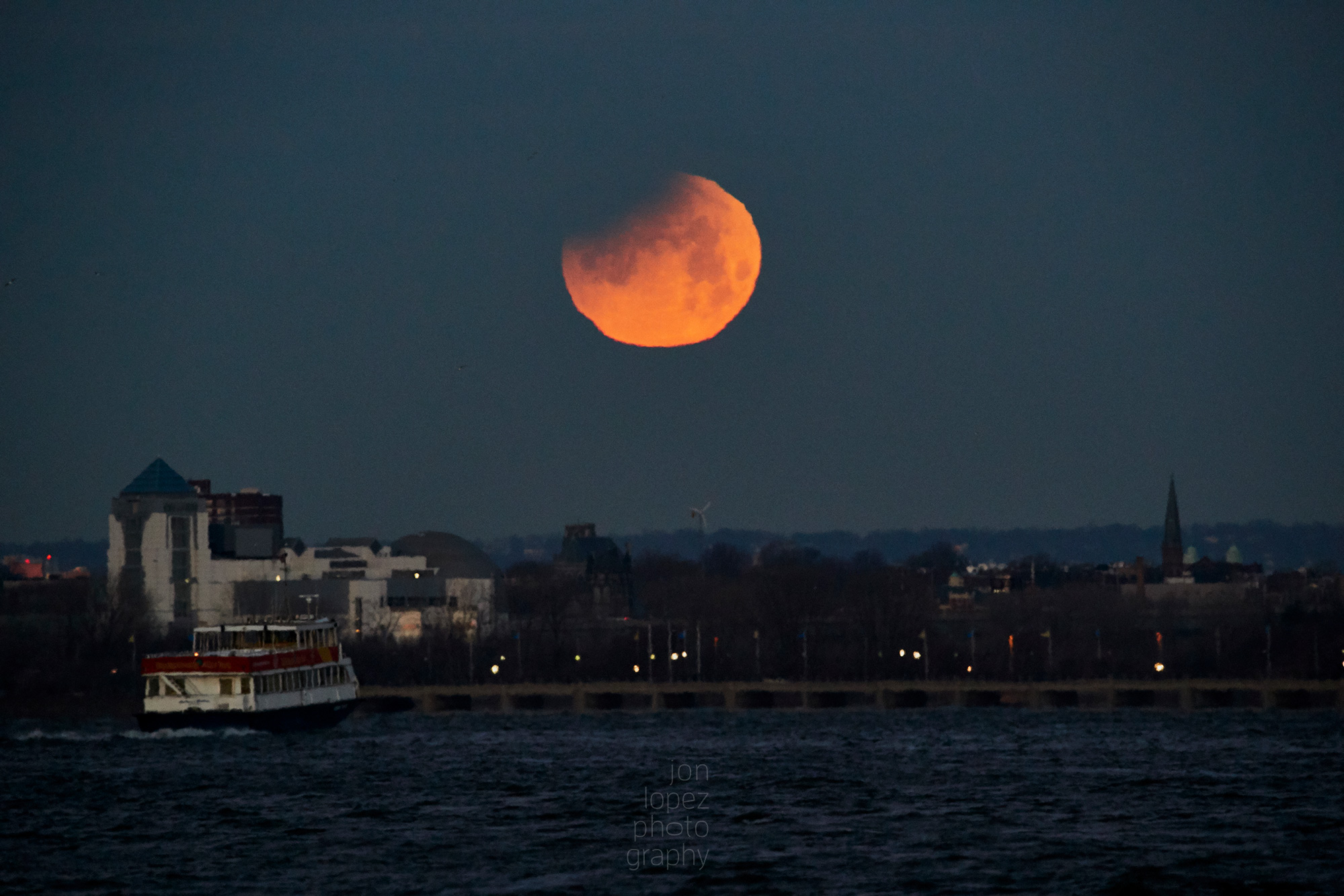 Boat sails off into the super blue blood moonset. Photo credit: Jonathan Lopez