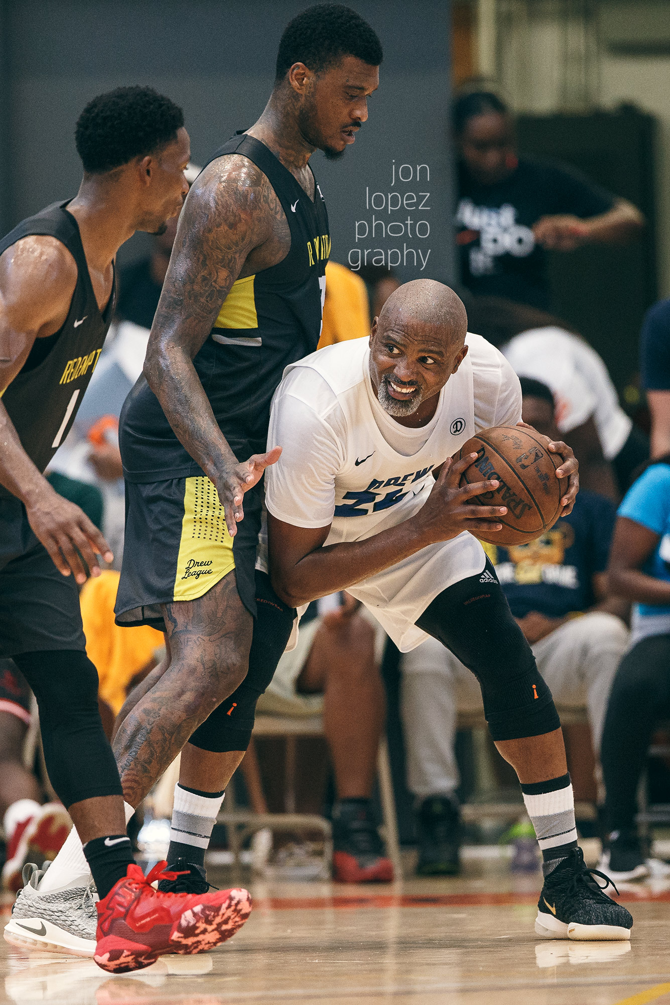 """Former NBA stud Cuttino """"Cat"""" Mobley works from the post in the 2018 Drew League championship game."""