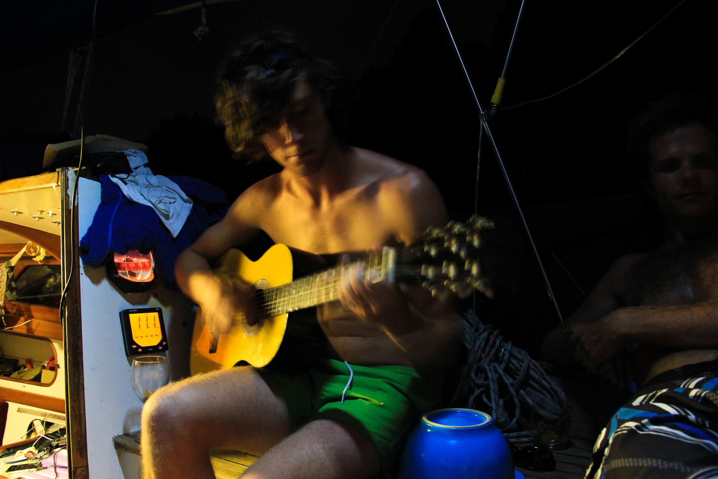alue-optics-cam-guitar.jpg