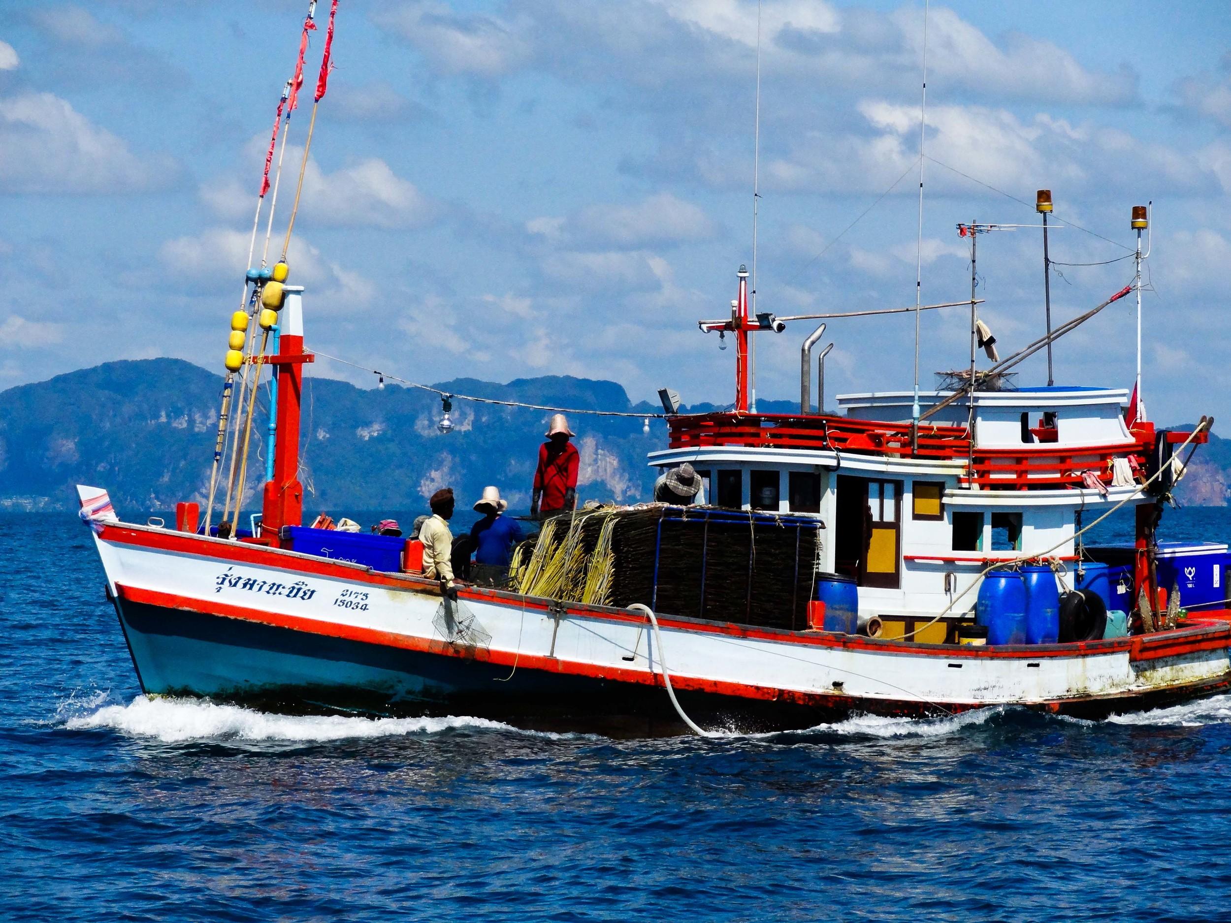 alue-optics-fishing-boat.jpg
