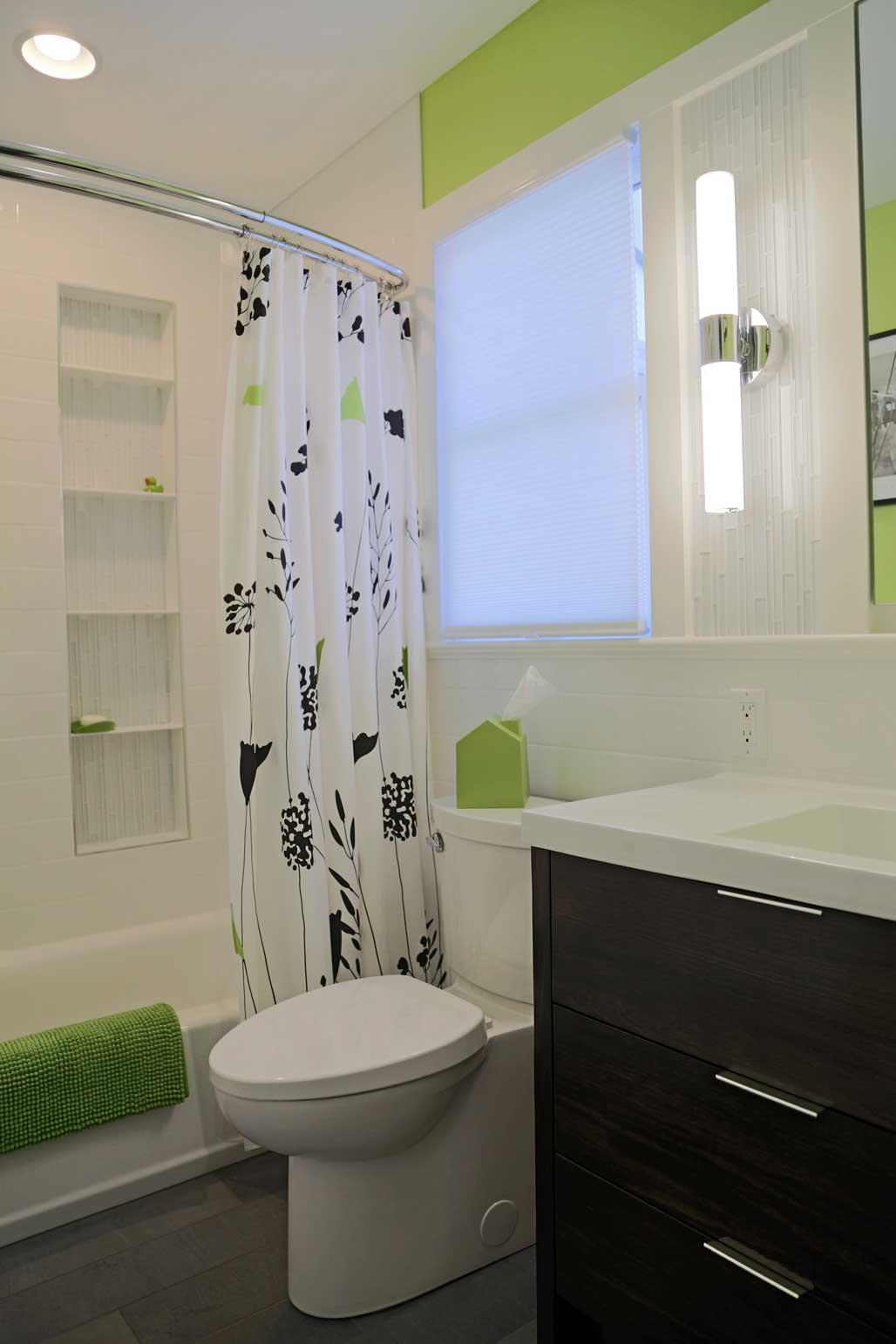 Hall-Bath-Tub.jpg